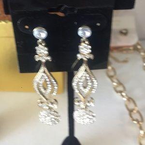 Jewelry - Beautiful dress gold earrings